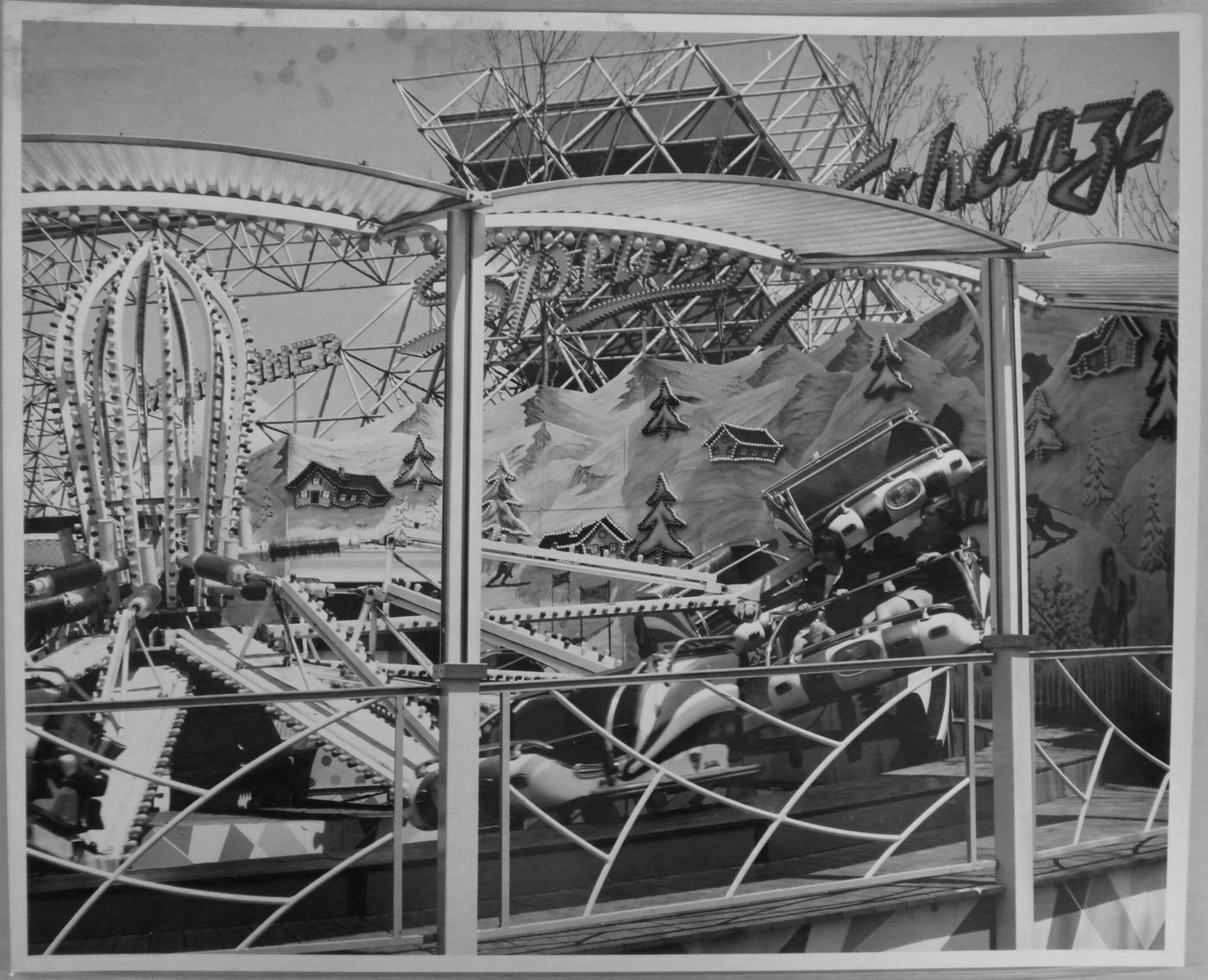 View of an unidentified amusement ride at La Ronde, Expo 67, Montréal, Québec